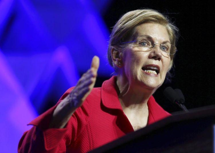 ARCHIVO - En esta fotografía de archivo del 1 de junio de 2018, la senadora Elizabeth Warren, demócrata de Massachusetts, habla en la Convención Massachusetts 2018 del Partido Demócrata en Worcester, Massachusetts. (AP Foto/Elise Amendola)