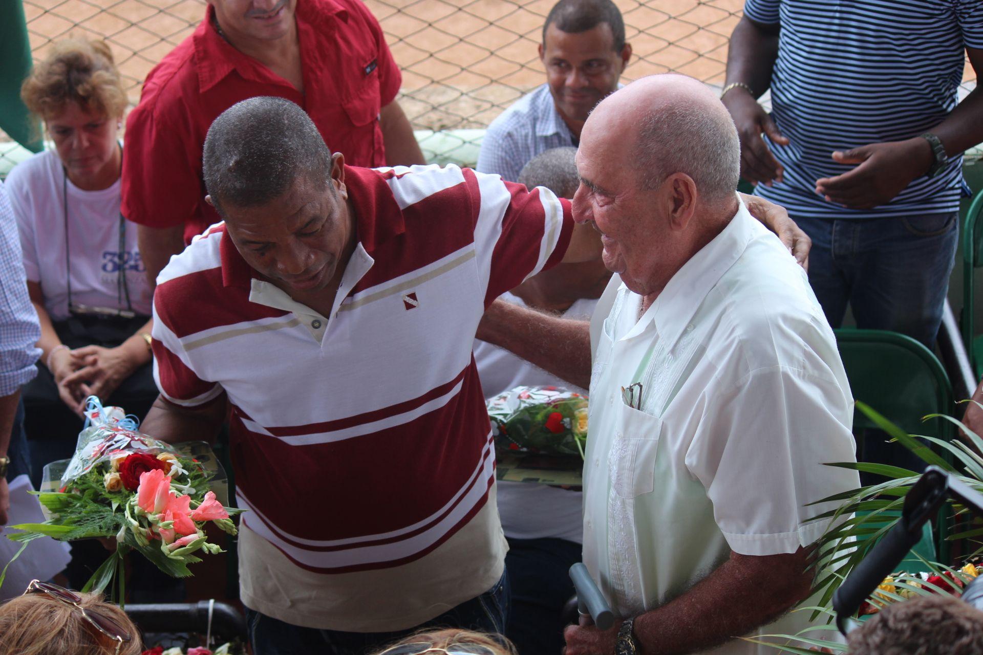 Tomás Soto (derecha) es una de las figuras ilustres del béisbol matancero. Foto: Isabel Aguilera Aguilar/Trabajadores