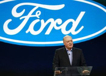 El presidente y director general de Ford Jim Hackett, durante un evento en Detroit, a inicios de 2018. Foto: Carlos Osorio / AP / Archivo.
