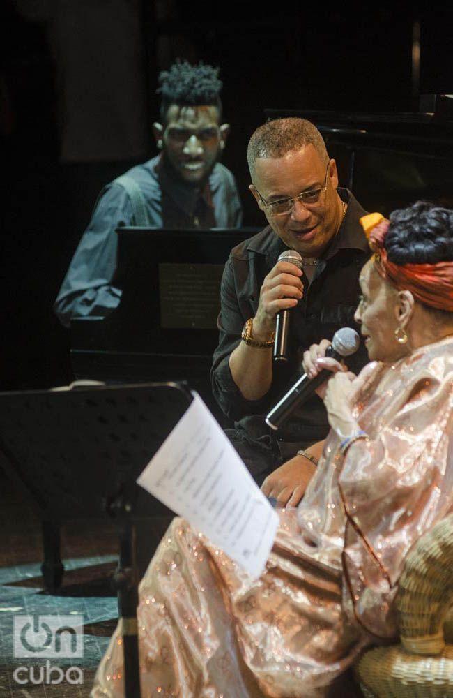 Omara Portuondo junto a Isaac Delgado. Foto: Enrique Smith.