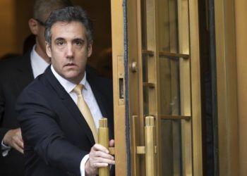 En esta fotografía de archivo del 21 de agosto de 2018, Michael Cohen, exabogado del presidente Donald Trump, se retira de una corte federal en Nueva York. Foto: Mary Altaffer / AP / Archivo.
