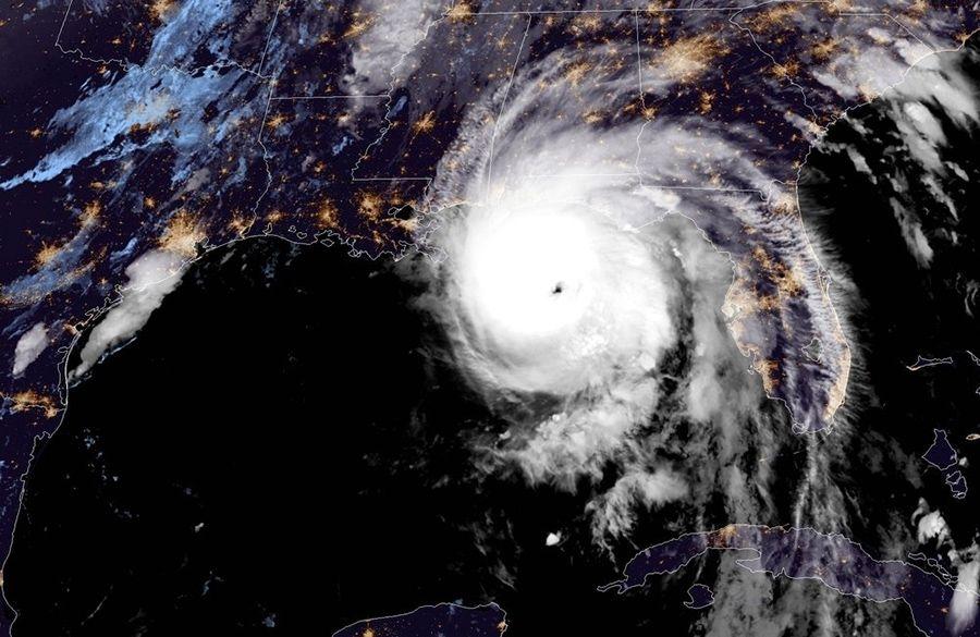 El poderoso huracán Michael avanza sobre la franja noreste de Florida en la madrugada y la mañana de este miércoles. Imagen de satélite: @NHC_Atlantic / Twitter.