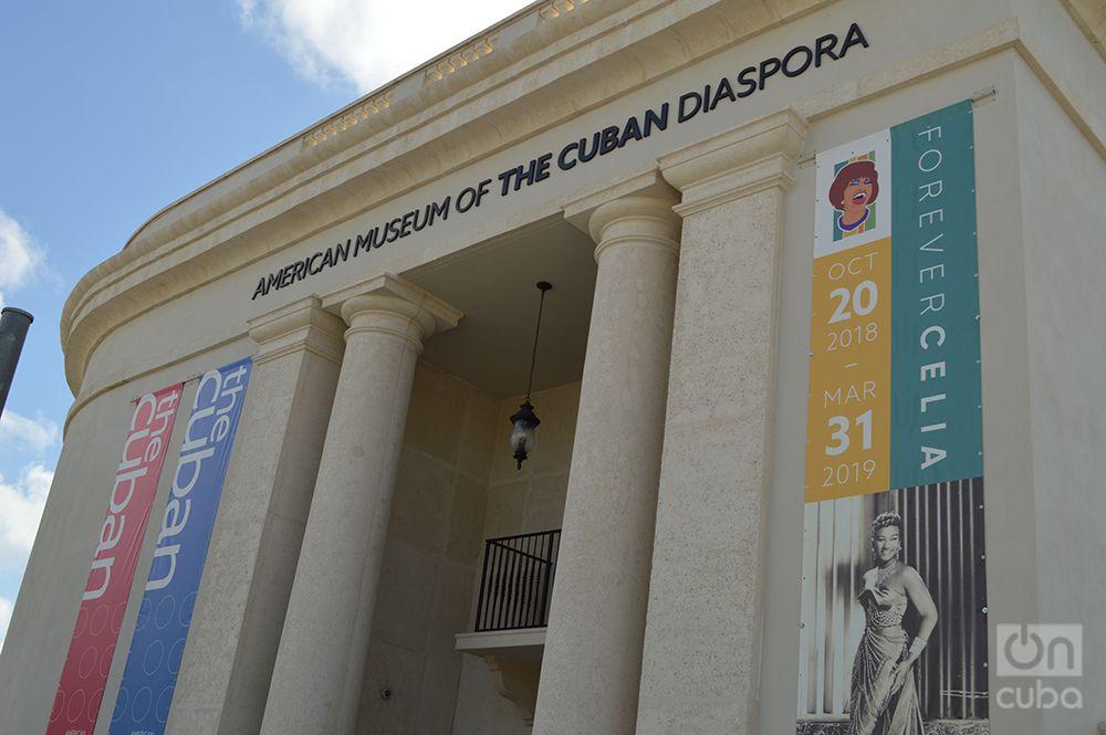 """Vista del cartel que anuncia la exposición """"Forever Celia"""", sobre la cantante Celia Cruz, este 17 de octubre de 2018, en el Museo Americano de la Diáspora Cubana. Foto: Marita Pérez Díaz."""