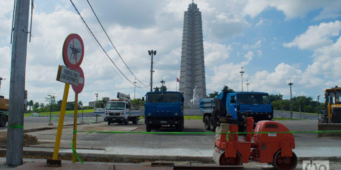 """Trabajos en la Plaza de la Revolución """"José Martí"""" de La Habana. Foto: Otmaro Rodríguez."""