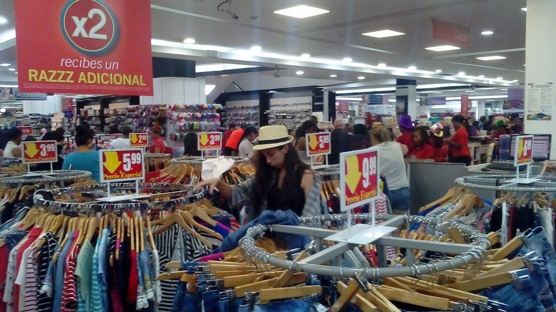Se estima que los cubanos dejaron unos 100 millones de dólares en compras en Panamá durante 2017.