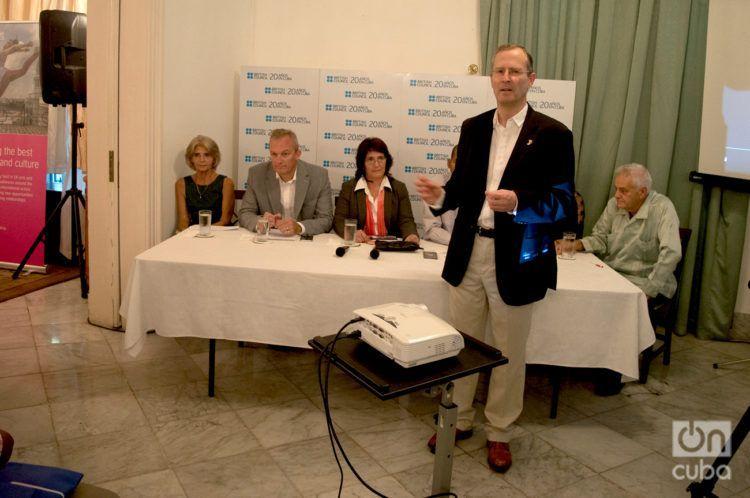 El embajador del Reino Unidos en Cuba, Antony Stokes, en la apertura de un panel sobre los 20 años del British Council en la Isla. Foto: Otmaro Rodríguez.
