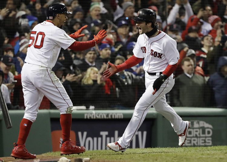 Benintendi y Betts volvieron a tener un importante peso en la ofensiva de Boston contra los Dodgers. (AP Foto/David J. Phillip)