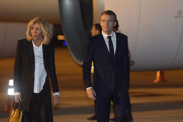 El presidente francés junto a su esposa arrivando sin recibimiento oficial en Buenos Aires (Foto oficial del G20)