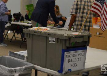 Una caja de boletas en un centro de votaciones en en Miami, Florida. Foto; Marita Pérez Díaz.