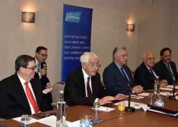 Encuentro del presidente cubano, Miguel Díaz-Canel (3-der), con empresarios británicos integrantes de la Iniciativa Cuba, en Londres. Foto: @DiazCanelB.