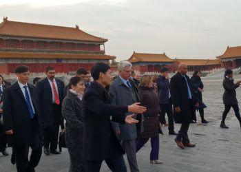 El presidente cubano, Miguel Díaz-Canel, durante su visita a la Ciudad Prohibida en Beijing, China. Foto: @CubaMINREX / Twitter.