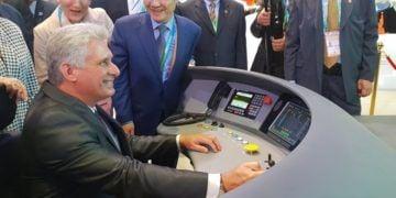 El presidente cubano Miguel Díaz-Canel, en la Expo de Importaciones de Shanghái, China. Foto: Minrex vía Twitter.