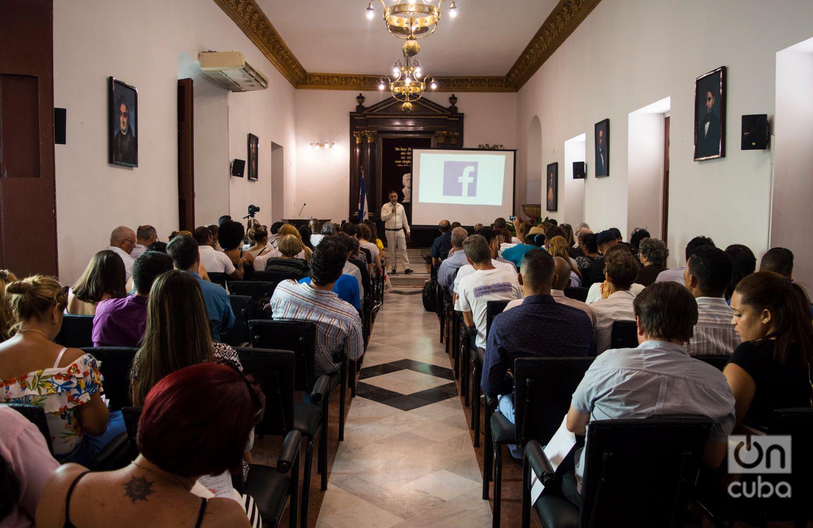 """Conferencia sobre Facebook en """"Noviembre de emprendedores"""". Foto: Otmaro Rodríguez."""