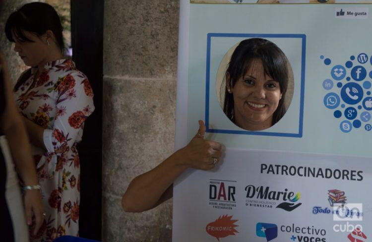 """En el evento """"Noviembre de emprendedores"""" representantes del sector privado cubano """"dieron like"""" a las redes sociales como canales para publicitar sus negocios. Foto: Otmaro Rodríguez."""