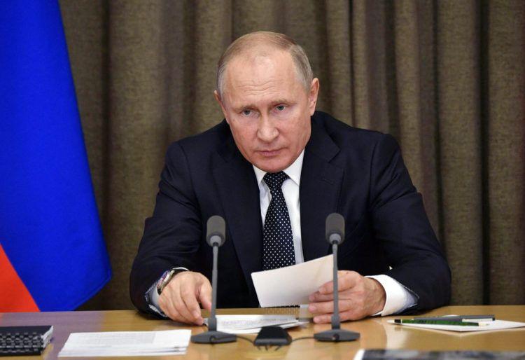 El presidente de Rusia, Vladimir Putin, interviene en una reunión con funcionarios en la residencia Bocharov Ruchei, en Sochi, en el Mar Negro, el 21 de noviembre de 2018. (Alexei Nikolsky, Sputnik, Kremlin Pool Photo via AP)