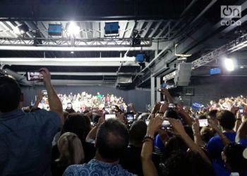 El público recibe a Obama en Miami. Foto: Marita Pérez Díaz.
