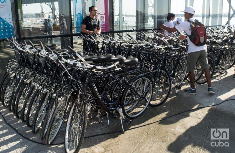 Estación del proyecto Ha'Bici en el Emboque de Luz, en el Centro Histórico de La Habana. Foto: Otmaro Rodríguez / Archivo.
