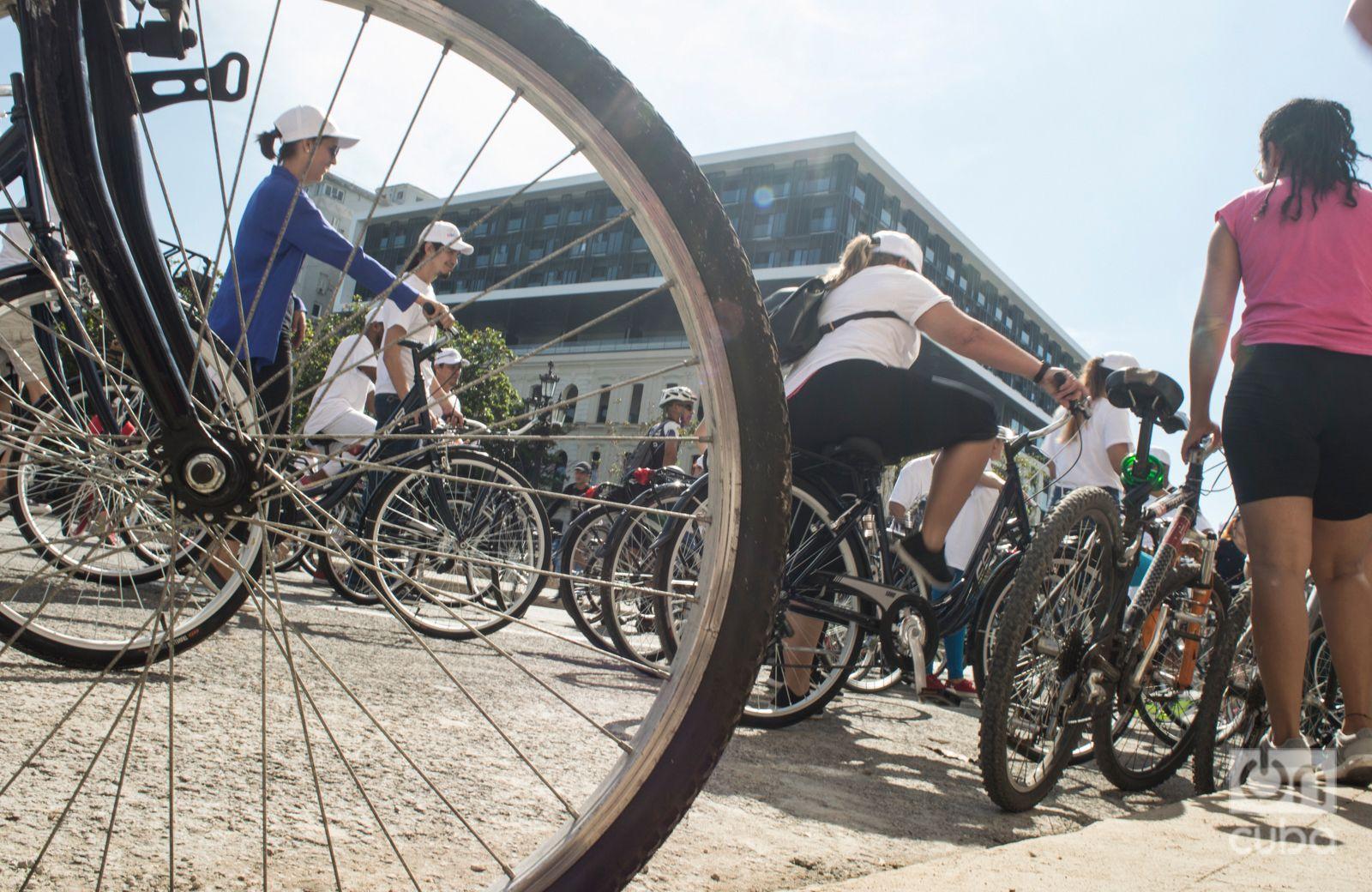Resultado de imagen para prestan bicicletas a los clientes