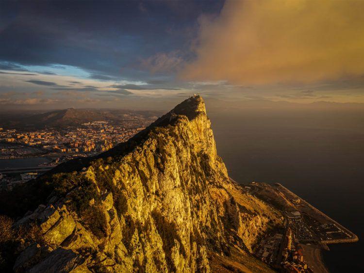 España reclama la soberanía sobre Gibraltar, un territorio británico de ultramar situado en una pequeña península del extremo sur de la península ibérica. Foto: Pxhere.