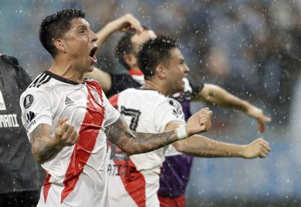 Los jugadores del River Plate festejan luego de doblegar a Gremio en la vuelta de las semifinales de la Copa Libertadores. (AP Foto/Andre Penner)
