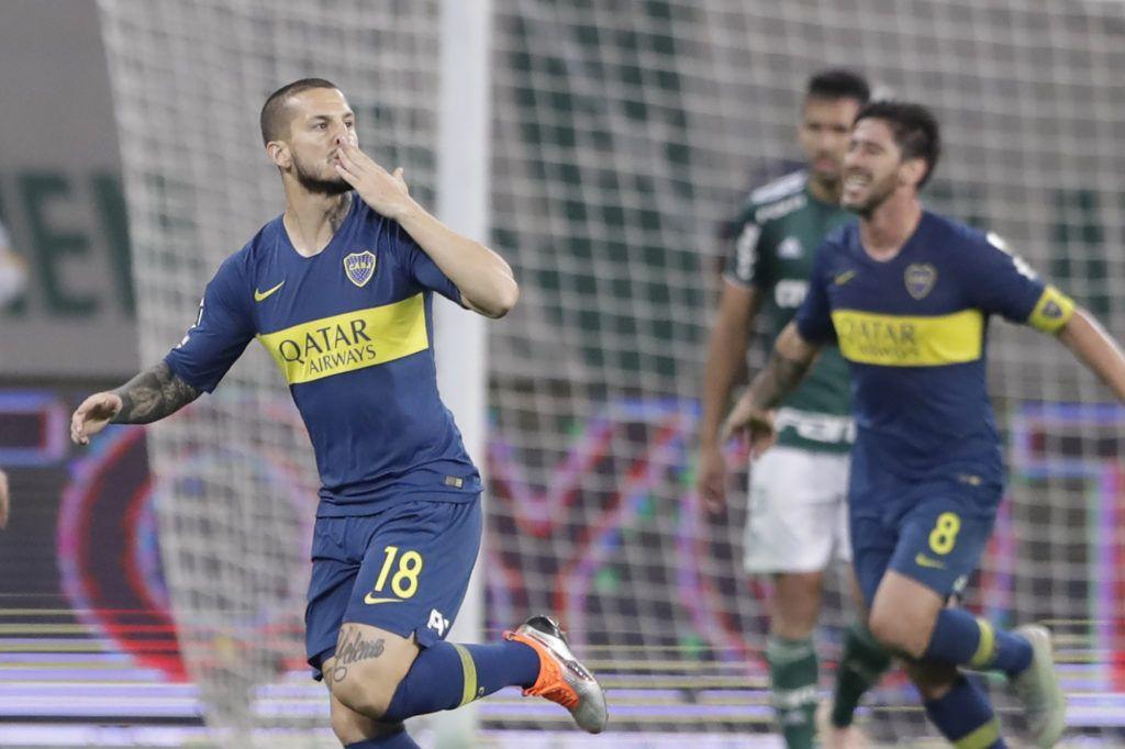 Dario Benedetto celebra el gol que aseguró el pase de oca Juniors a la final de la Libertadores. (AP Foto/Andre Penner)