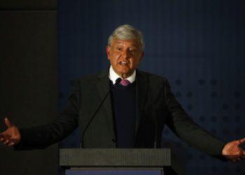 El presidente electo de México, Andrés Manuel López Obrador, habla de los cambios que su gobierno hará cuando él asuma el poder el 1 de diciembre, en una conferencia de prensa en la Ciudad de México, el miércoles 14 de noviembre de 2018. (AP Foto/Anthony Vázquez)