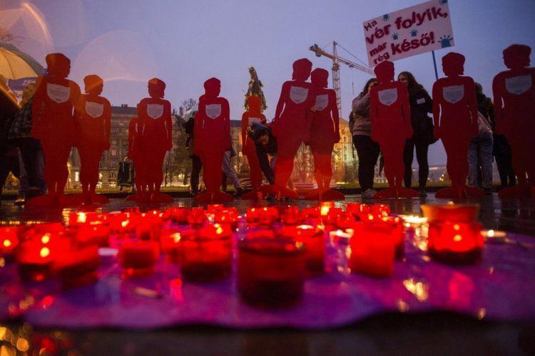 Manifestación por el Día Internacional de la Eliminación de la Violencia contra las Mujeres, en Hungría. Miles de ciudades se sumaron a la conmemoración. Foto: Zoltan Balogh/MTI vía AP.