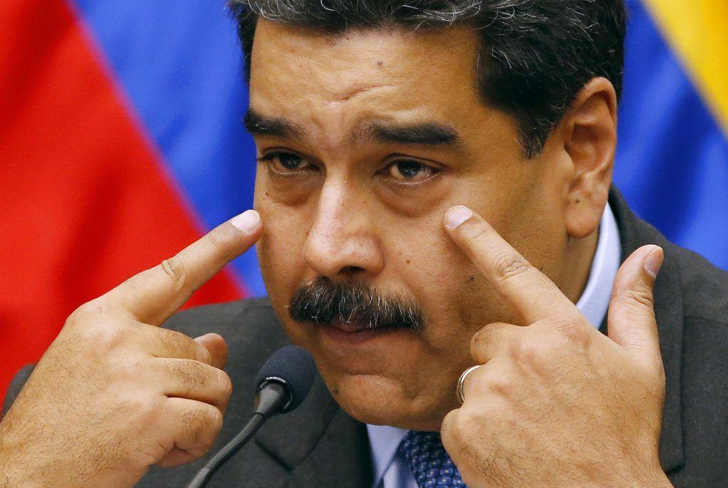 ARCHIVO - En esta fotografía de archivo del 18 de septiembre de 2018, el presidente venezolano Nicolás Maduro hace un gesto durante una conferencia de prensa en el Palacio Presidencial de Miraflores, en Caracas, Venezuela. (AP Foto/Ariana Cubillos, archivo)