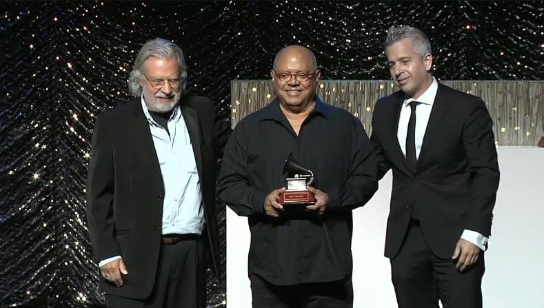Pablo Milanés recibió el premio a la Excelencia Musical en 2015.