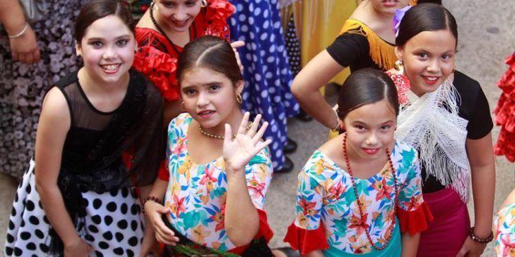 Un grupo de niñas participan en el flashmob que une a varias compañías de danza. Foto: Yander Zamora.