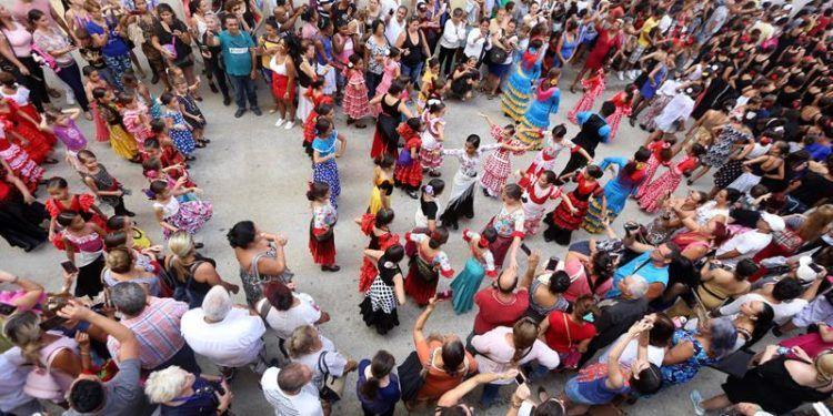 Un grupo de bailarinas participan en el flashmob que une a varias compañías de danza, en el marco del 26 Festival Internacional de Ballet. Foto: Yander Zamora.
