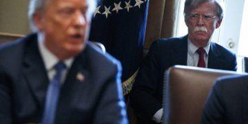 Donald Trump y John Bolton. Foto: Evan Vucci/AP.
