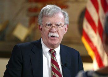El asesor de Seguridad Nacional estadounidense, John Bolton, en la Torre de la Libertad en Miami, donde anunció que habrá sanciones para Cuba, Nicaragua y Venezuela. Foto: Emily Michot / Miami Herald vía AP.