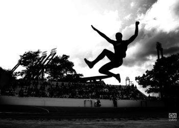 Juan Miguel Echevarría puso a soñar a los cubanos con sus impresionantes saltos de este 2018. Foto: Ricardo López Hevia