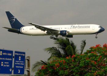Avión de la compañía italiana Blue Panorama Airlines en Cuba. Foto: flickr.com