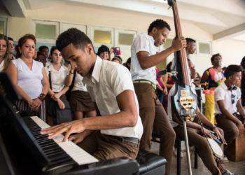 Estudiantes cubanos de música durante un encuentro con la Orquesta de Minnesota en 2015 Foto: Nate Ryan para MPR
