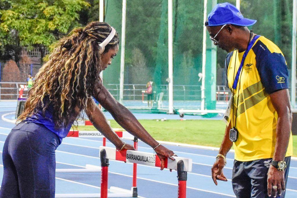 Catrine Ibargüen trabaja con Ubaldo Duany, uno de los entrenadores cubanos que la han lanzado a la cima mundial. Foto: Tomada de El Heraldo