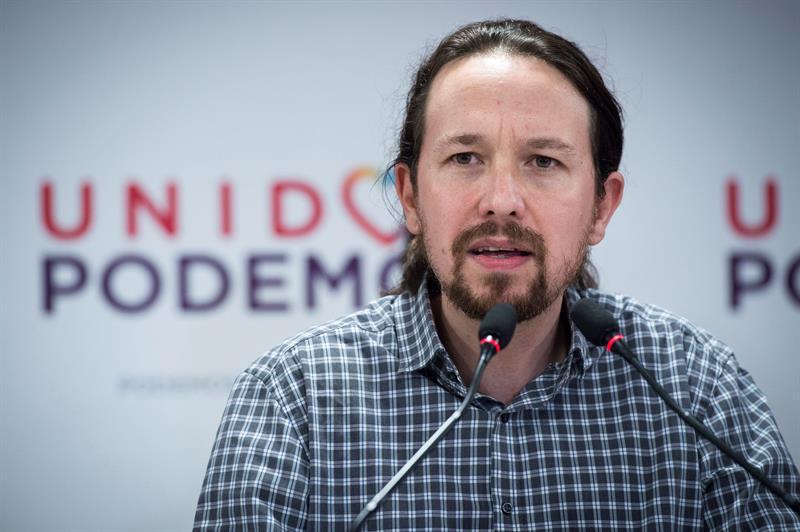 """El líder de Podemos, Pablo Iglesias, comparece en la sede de Podemos en Madrid tras conocer el resultado de las elecciones en Andalucía. Iglesias ha lanzado un llamamiento a la movilización a todos los trabajadores, estudiantes, asociaciones y colectivos progresistas del país para frenar el avance de la """"extrema derecha"""" tras la irrupción de Vox en el Parlamento andaluz. EFE/Luca Piergiovanni"""