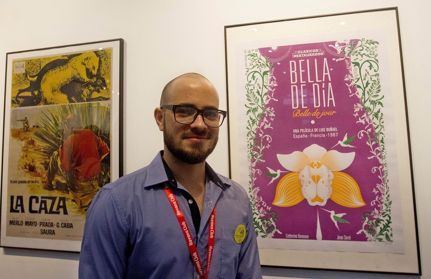 """Javier G. Borbolla, diseñador del cartel inspirado en la película """"Bella de día"""". Foto: Yander Zamora / EFE."""
