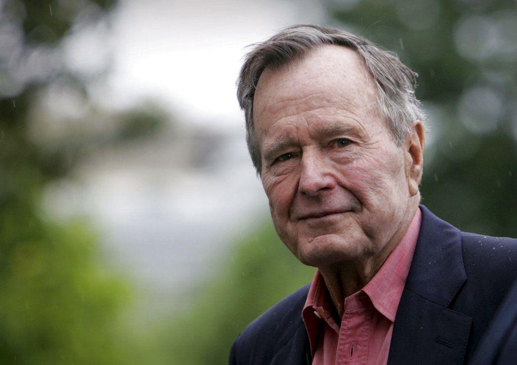 En esta imagen de archivo, tomada el 11 de mayo de 2008, el expresidente de Estados Unidos, George H.W. Bush, a su llegada al South Lawn de la Casa Blanca, en Washington. Bush murió el 30 de noviembre de 2018 a los 94 años. (AP Foto/Lawrence Jackson, archivo)
