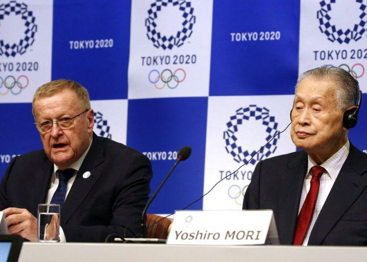 El director del grupo de inspectores del COI, John Coates (izquierda), durante una rueda de prensa junto al presidente del comité organizador de los Juegos Olímpicos de Tokio 2020, Yoshiro Mori, en Tokio, el miércoles 5 de diciembre de 2018. Foto: Koji Sasahara / AP.