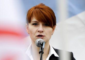"""Maria Butina, dirigente de una organización a favor de las armas en Rusia, habla en un acto en Moscú. el 21 de abril de 2013. Fiscales estadounidenses dijeron hoy que han """"resuelto"""" un caso contra Butina, acusada de ser agente secreta del gobierno ruso. Foto: AP."""
