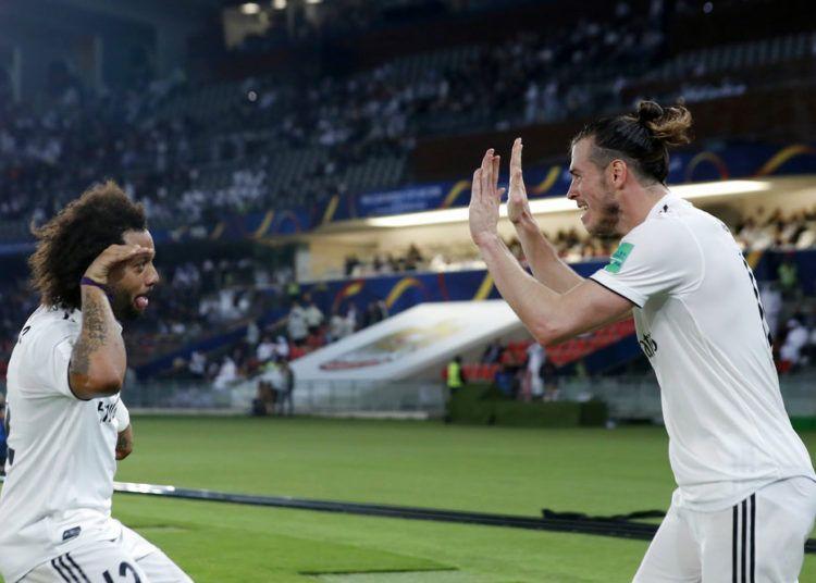 Gareth Bale (derecha) del Real Madrid festeja con Marcelo tras anotar el primer gol ante Kashima Antlers en las semifinales del Mundial de Clubes en Abu Dabi, Emirates Árabes Unidos, el miércoles 19 de diciembre de 2018. Foto: Hassan Ammar / AP.