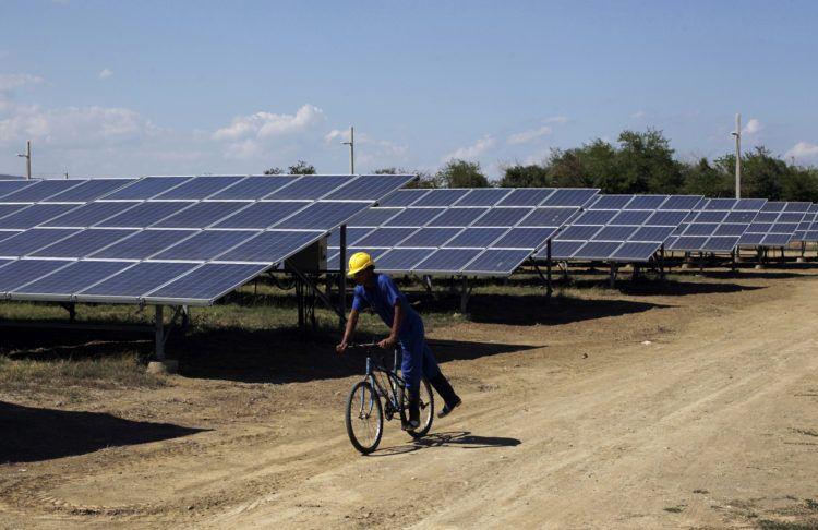 Parque Solar Fotovoltaico Santa Teresa, en Guantánamo. Foto: Jorge Luis Baños / IPS/Archivo.