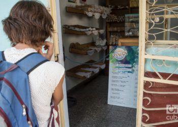 Las cafeterías, dulcerías y panaderías privadas muestran hoy un paisaje irregular en sus ofertas. Foto: Otmaro Rodríguez.