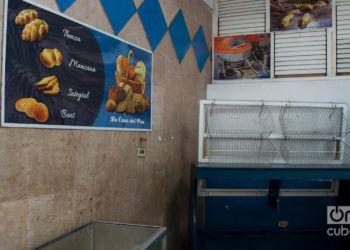 La escasez de harina ha golpeado la venta de pan en Cuba. Foto: Otmaro Rodríguez.