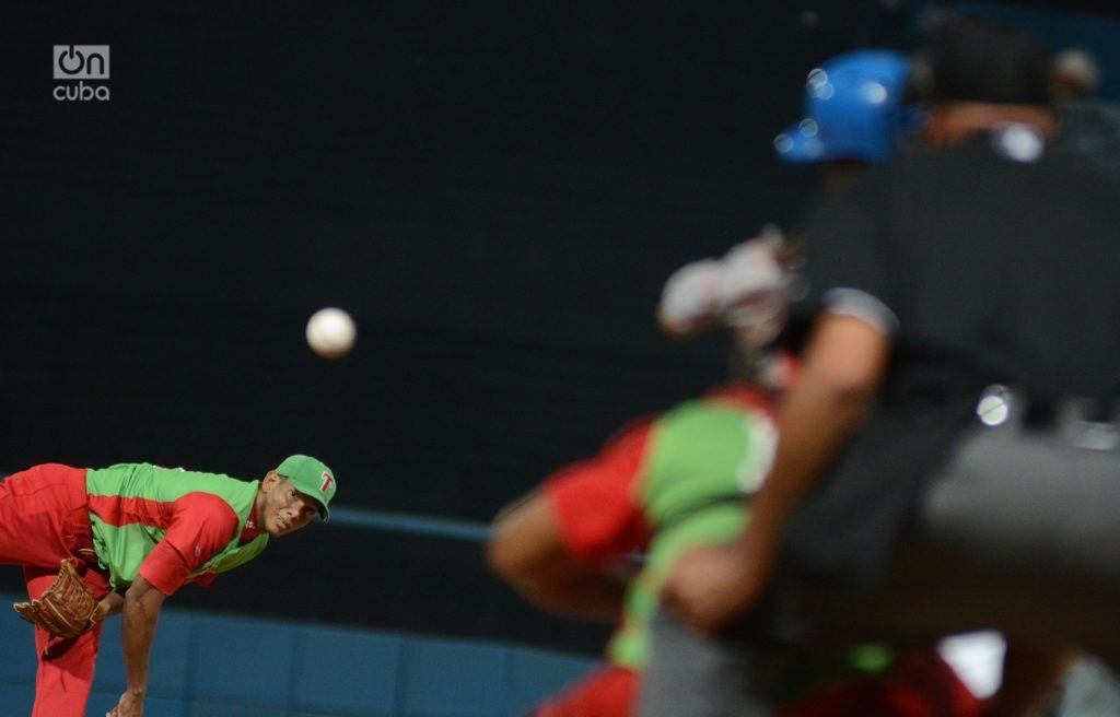Si finalmente Yoelkis Cruz pasa al bullpen en función de cerrador para la postemporada, tendrá la oportunidad de borrar su pésima imagen en los play off de la Serie 57. Foto: Ricardo López Hevia