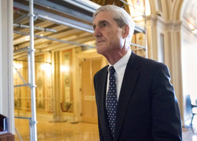 Robert Mueller, quien investiga denuncias de que la campáña del presidente Donald Trump conspiró con el gobierno ruso para ganar las elecciones del 2016, en una foto tomada en el Congreso en Washington el 21 de junio de 2017. Foto: J. Scott Applewhite / AP.