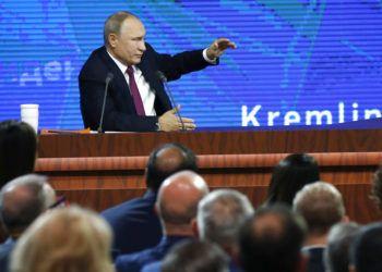 El presidente ruso Vladimir Putin ofrece su conferencia de prensa anual en Moscú, Rusia, el jueves 20 de diciembre de 2018. Foto: Alexander Zemlianichenko / AP.