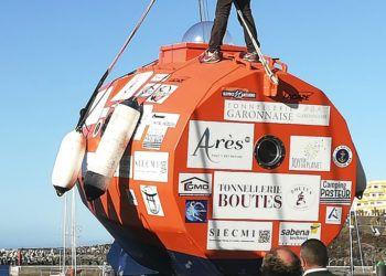 En esta fotografía tomada el sábado 22 de diciembre de 2018, el francés Jean-Jacques Savin, de 71 años, recorre su cápsula en forma de barril que utilizará para cruzar el Atlántico desde El Hierro, en las islas Canarias, de España, hasta el Caribe, con la única fuerza de las corrientes oceánicas. (Cortesía de Jean-Jacques Savin vía AP)
